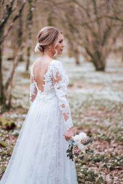 Stylat bröllop med vitsippor