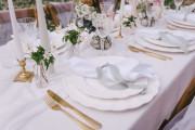 Bröllopsdukning och dekor